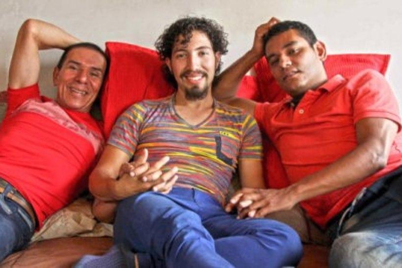 Kolm geimeest sõlmis ametlikult kolmikabielu