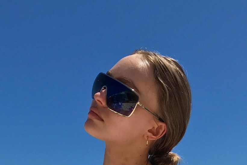 Johnny Deppi tütar avaldas julge foto - paljaste rindadega kaunitar võtab päikest