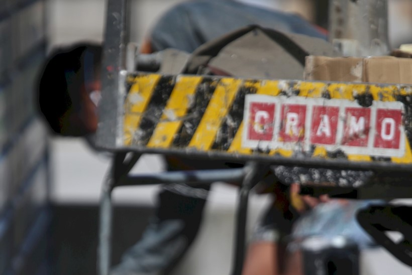 GALERII | Mehhiklane värvib Tallinnas politseimaja üle