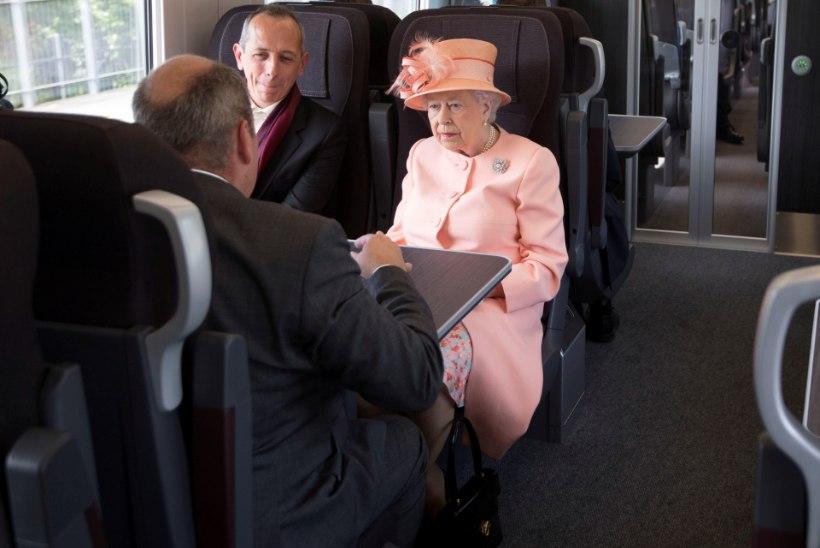 Elizabeth II kordas kuninganna Victoria 175 aasta tagust rongisõitu