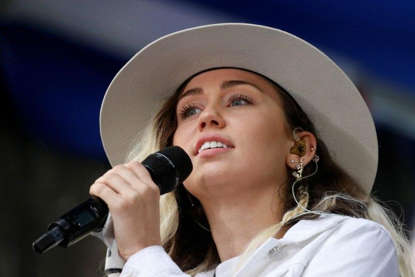 ÄGE VIDEO | Miley Cyrus ja Jimmy Fallon metroos tänavamuusikutena!