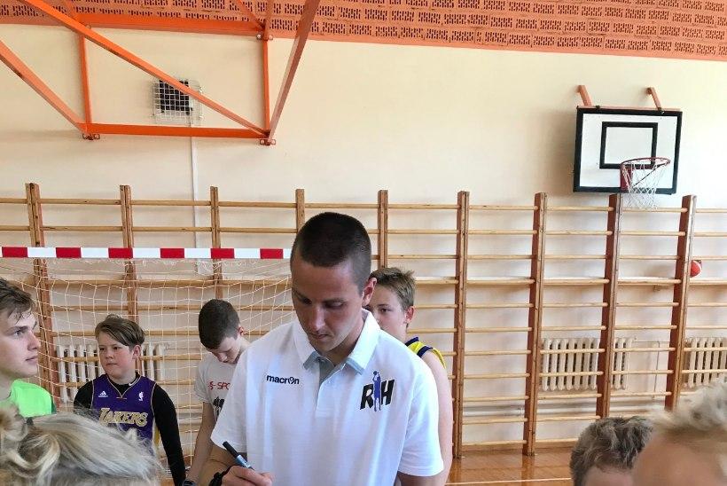 GALERII | Reinar Hallik tõmbas oma korvpallikooli Rain Veidemani ja Gerd Kanteri abiga mõnusalt käima