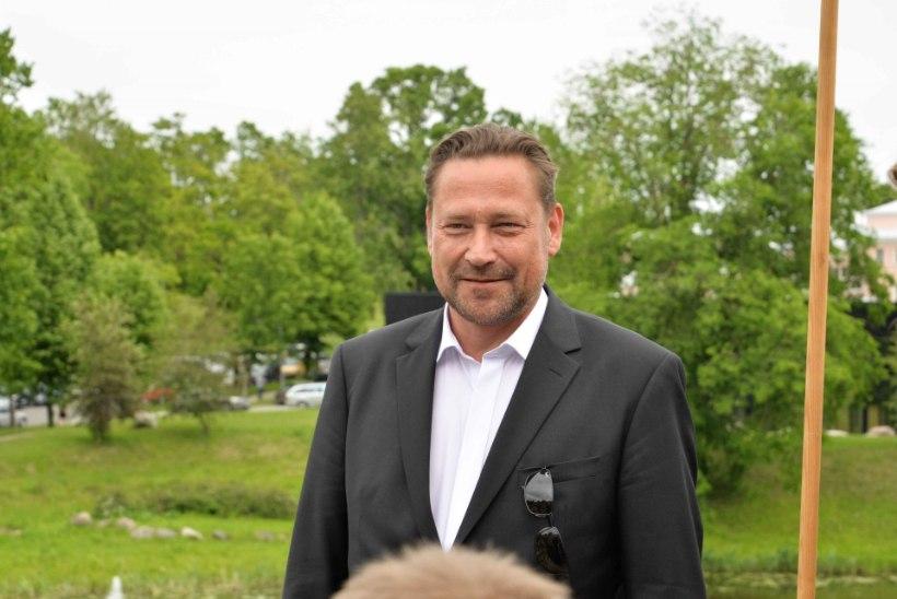 Üllar Saaremäe poeg Karl Robert lõpetas Viljandis teatrikunsti eriala
