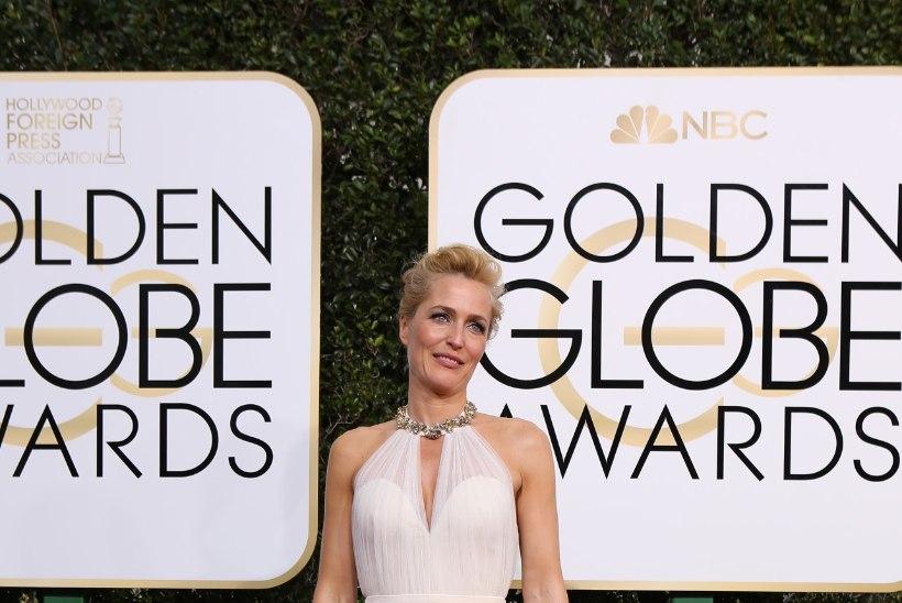 VAATA JA KADESTA: 48aastase Gillian Andersoni kõht on lame kui pesulaud!