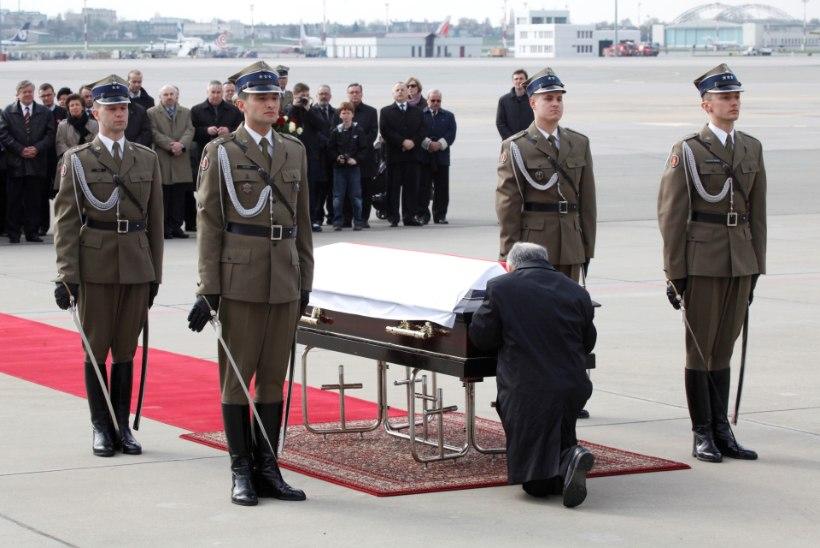 Lennuõnnetuses hukkunud Lech Kaczyński kirstus on ka teiste hukkunute säilmeid