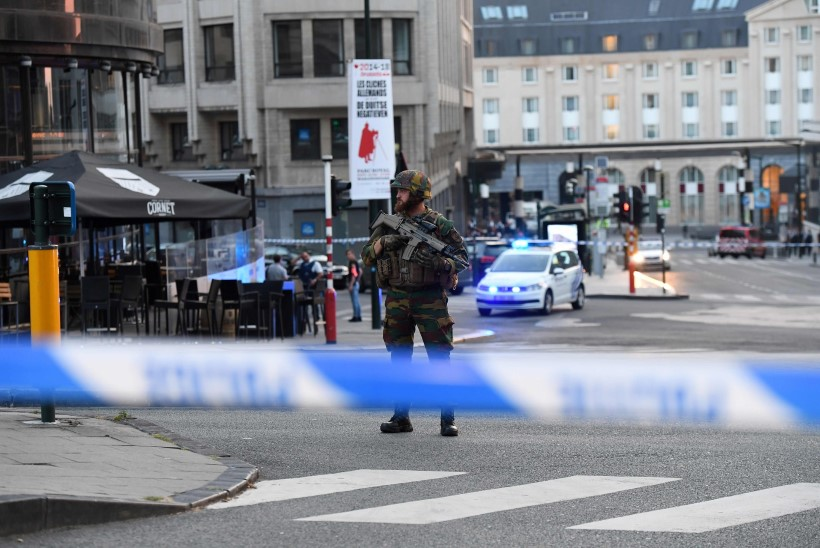 FOTOD JA VIDEO   Brüsseli raudteejaamas oli plahvatus, pommar tehti kahjutuks