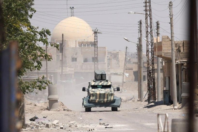 RAQQA: linn, kus peagi põrkuvad kolme armee võitlejad