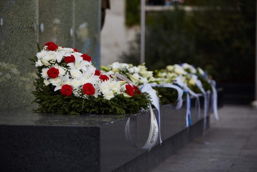 Võidupühal on kõigil vaba voli viia mälestussammaste juurde lilli