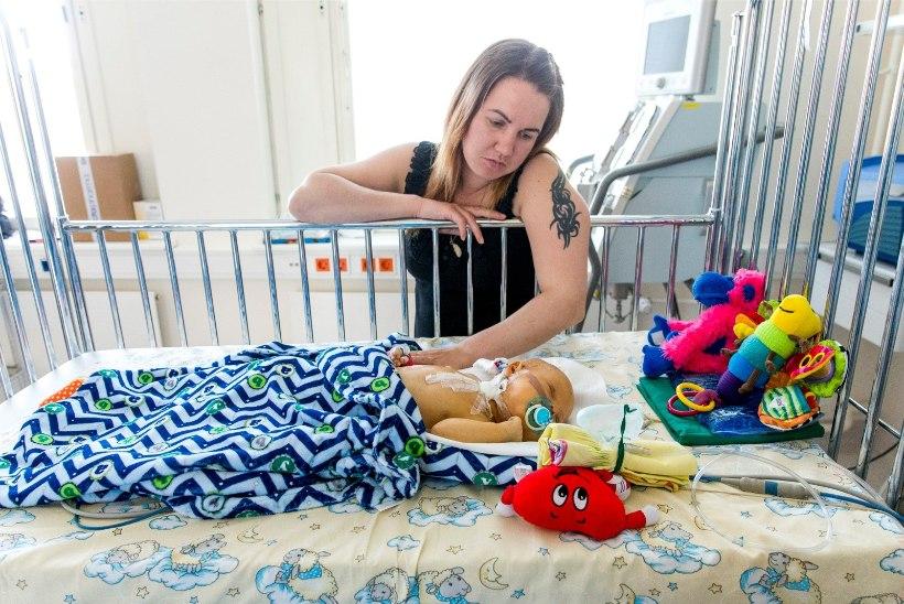 """Ahastuses ema: """"Kui mu poeg Inglismaal ravi ei saa, sureb ta enne aastaseks saamist."""""""