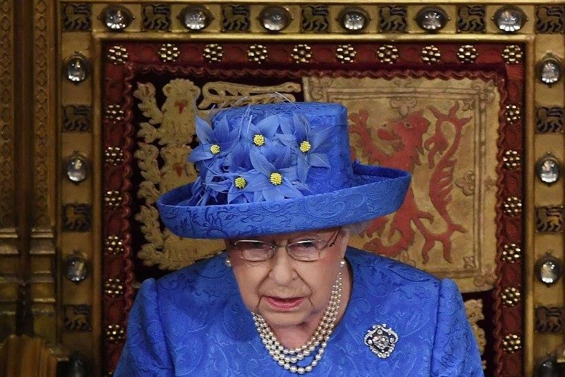 Kas kuninganna kübar meenutab euroliidu lippu?