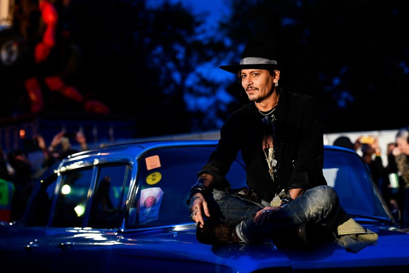 JULM HUUMOR! Johnny Depp viskas Donald Trumpi tapmise üle nalja
