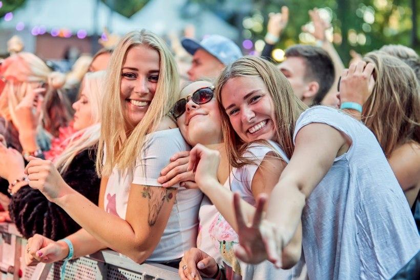SUUR MEELEOLUKAS GALERII: Pühajärve Jaanitule esimene päev pani tuhanded peokülalised ühiselt tantsima