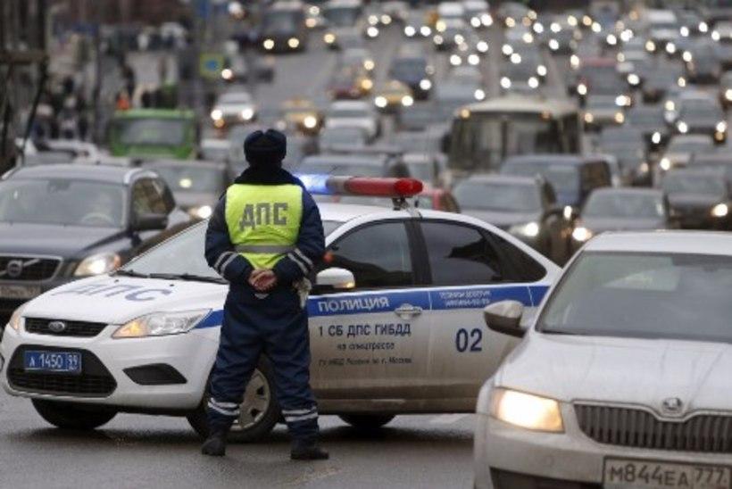 VIDEO ja FOTO | Pikk pagemine soomusautoga päädis Narva narkoärikast poksijale arestiga Piiteris