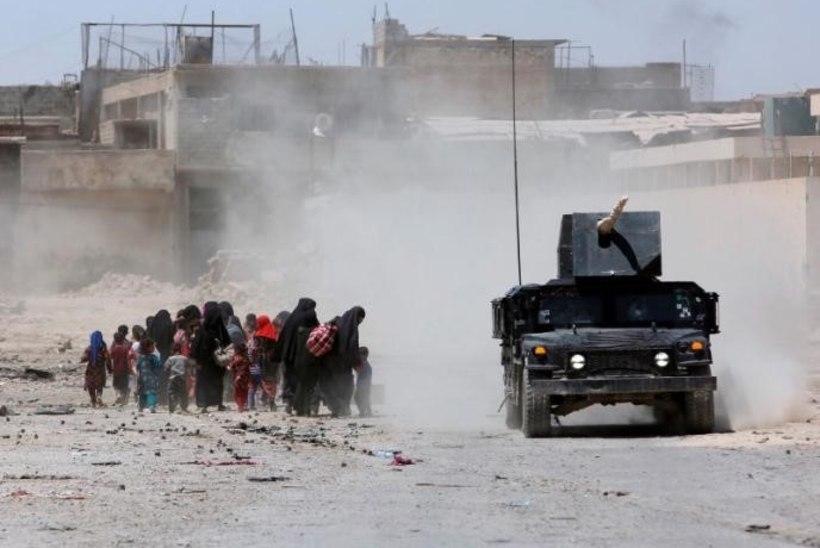 ISIS tapab Mosulist põgenevaid inimesi