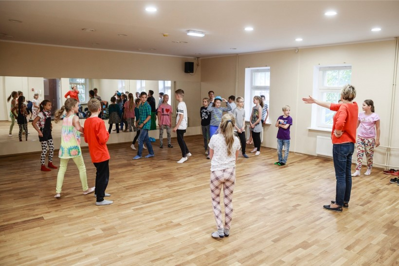 ÕHTULEHE VIDEO | Tallinnasse jõudis ainus noorte tantsupeol osalev väliskollektiiv Riia Eesti põhikoolist