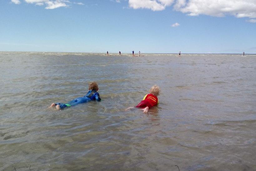 NUTIKAS LAHENDUS! Kui ilm on jahe, aga lapsed tahavad ikkagi merevette sulistama