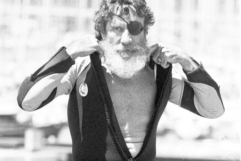 Suri USA surfiikoon ja disainer Jack O'Neill