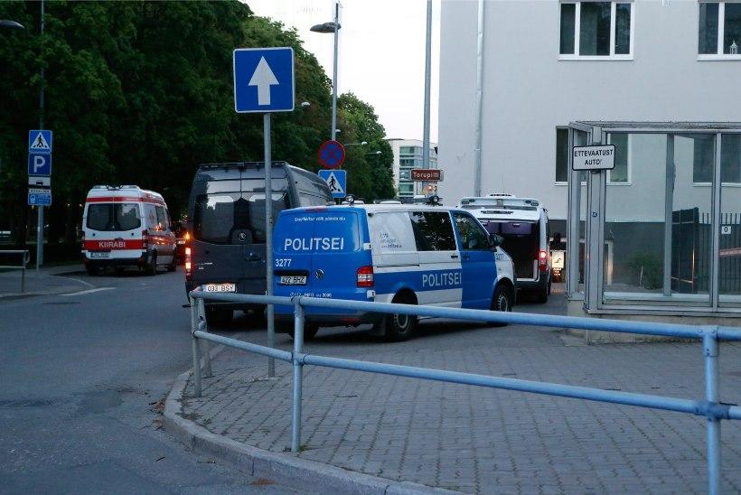 FOTOD | Tallinnas Politseipargis kontrollisid demineerijad mahajäetud seljakotti