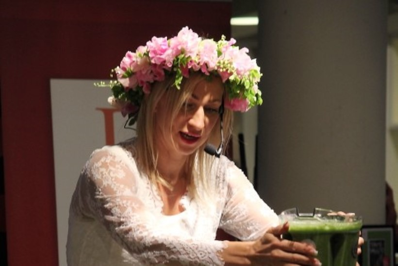 """FOTOD ja VIDEO   Smuutikuninganna Eliq Maraniku rahvusvahelise bestselleri """"Tervisesmuutid"""" esitlus Tallinnas"""
