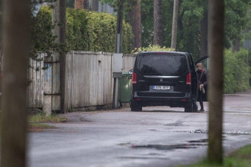 Minister Mailis Reps kasutab ametiautot laste kooli viimiseks