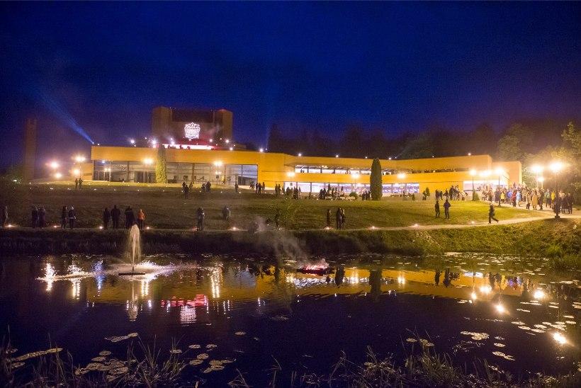 GALERII | Ugala teatri katusekontserdile ja jalutuspromenaadi avamisele kogunes 3000 inimest