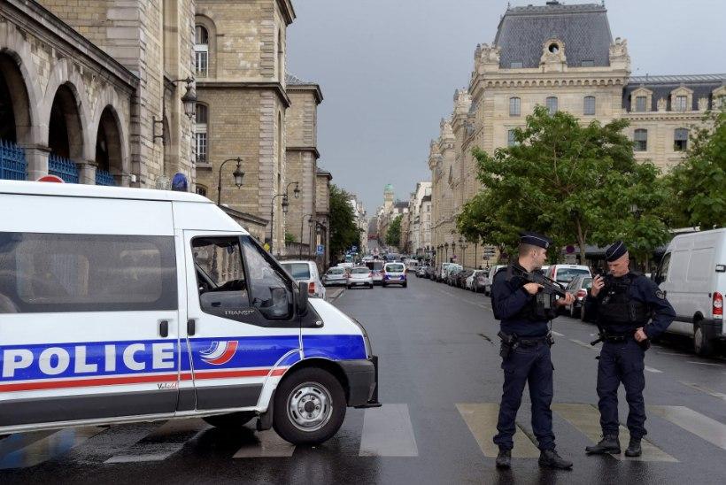 Notre Dame'i kiriku juures tulistas politsei neid haamriga ähvardanud meest