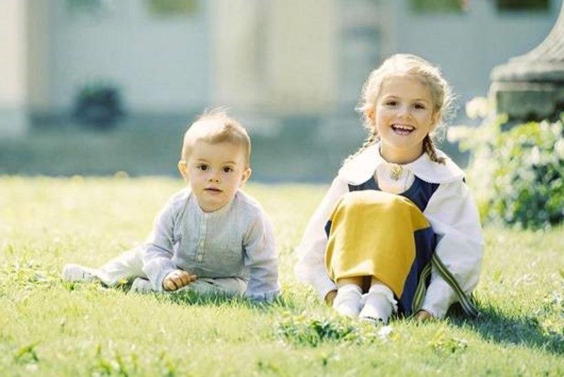 Printsess Estelle ja tema nunnu väikevend õnnitlevad Rootsi rahvuspüha puhul