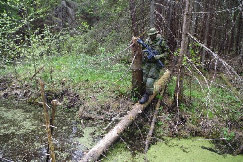 GALERII | Tartu kaitseliitlased võtsid mõõtu soomukitega