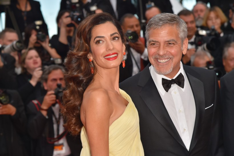 Cindy Crawfordi mees kinkis värskele isale Clooneyle mähkmeid ja tekiilat