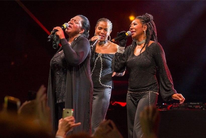GALERII | Diskobändi Boney M liider Liz Mitchell meelitas lavale trobikonna täisjõus mehepoegi