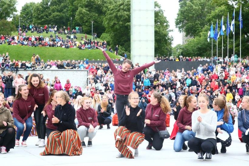 """Vabaduse väljaku tantsupeo üks korraldajatest: """"See näitab, kui patriootlikud on inimesed, kui suur on armastus riigi vastu!"""""""