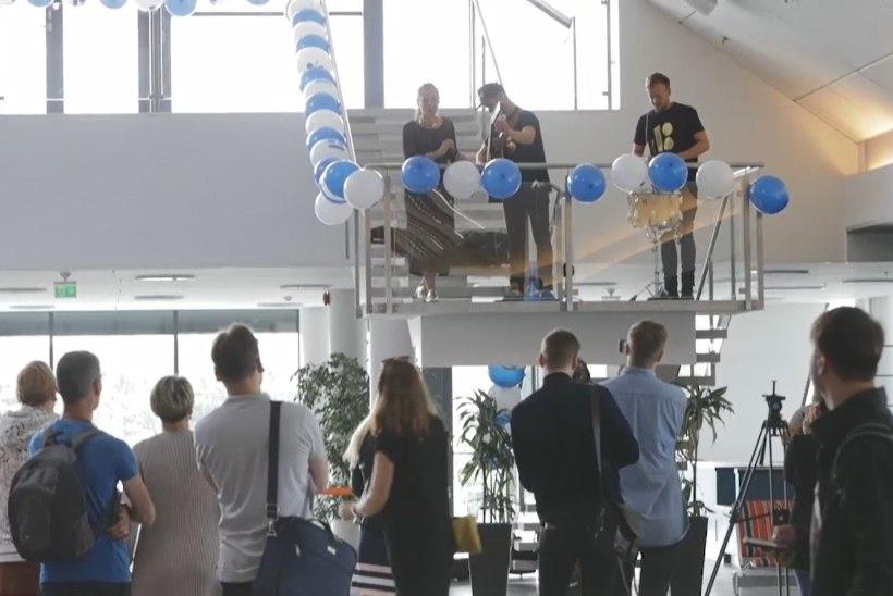 ÕHTULEHE VIDEO | Ansambel Trad.Attack! andis lennujaamas kontserdi ja startis Euroopa tuurile