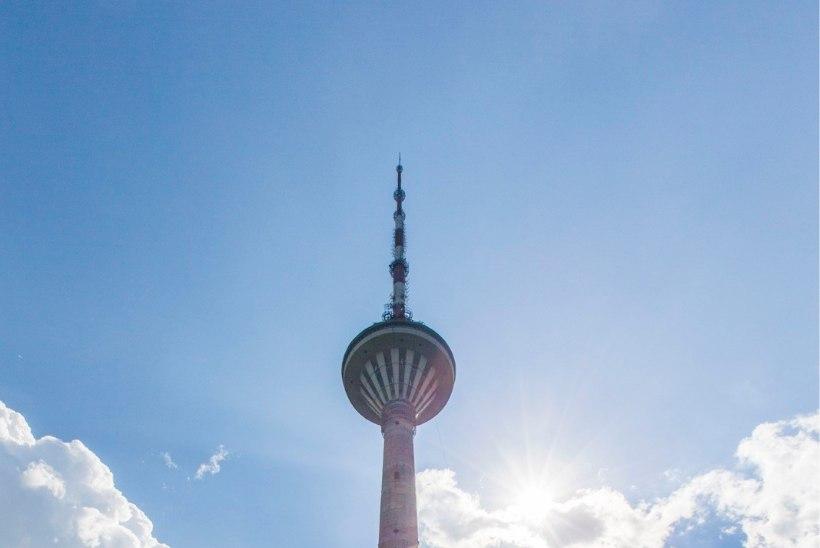 70 langevarjurit hüppab teletornist alla