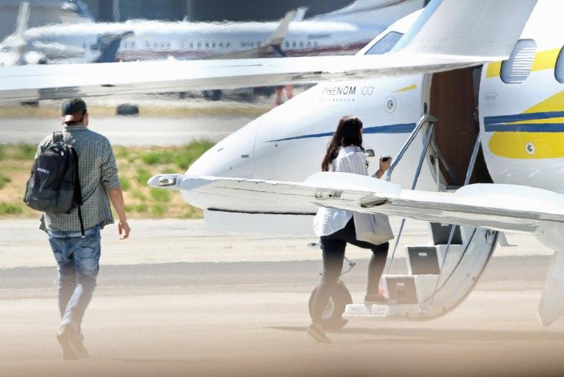 Pereisa Ashton Kutcher tabati salapärase brünetiga