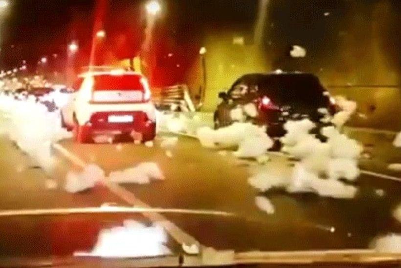 VIDEO   OOTAMATU VAHUPIDU: Moskva autotunnel kattus tuletõrjevahuga