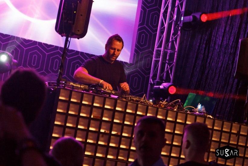 PEOGALERII | Kodumaine elektroonilise muusika täht Madison Mars küttis Pärnu rahva kuumaks