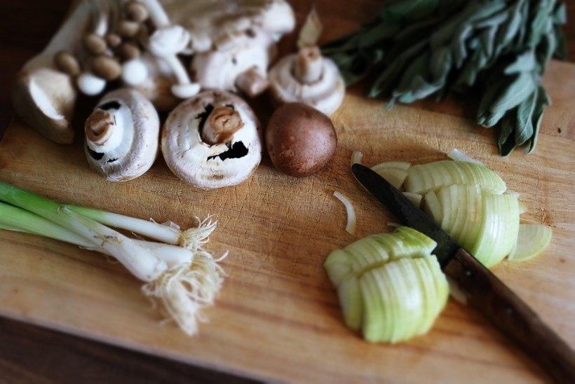 Geniaalne nipp: just nii saad puidust lõikelaua toidust ja lõhnadest puhtaks