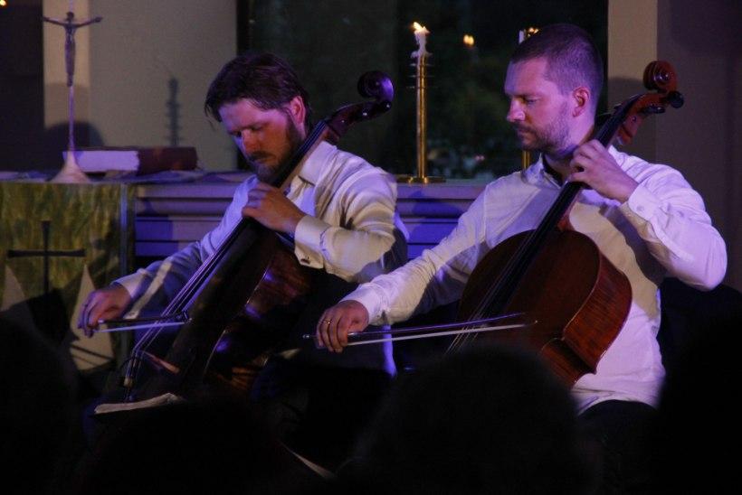 FOTOD | Põrgulik tšellokvartett C-Jam alustas suvetuuri Viimisist