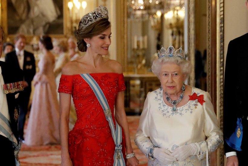 Kate Middletoni ootamatult riskantne dekoltee paljastas tema rinnad