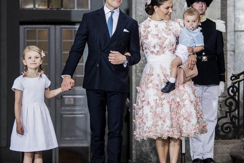 GALERII   Sünnipäev sinises: kroonprintsessi perekond nautis põhjamaist päikesepaistet