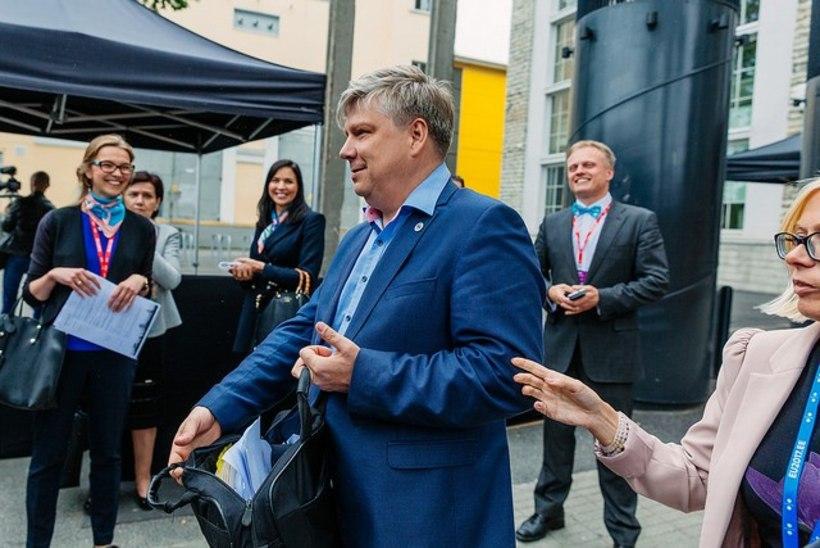 GALERII JA VIDEO | Viigipükste ja lipsuga metsa ehk Vaata, kuidas Euroopa ministrid esimest korda rabas käisid