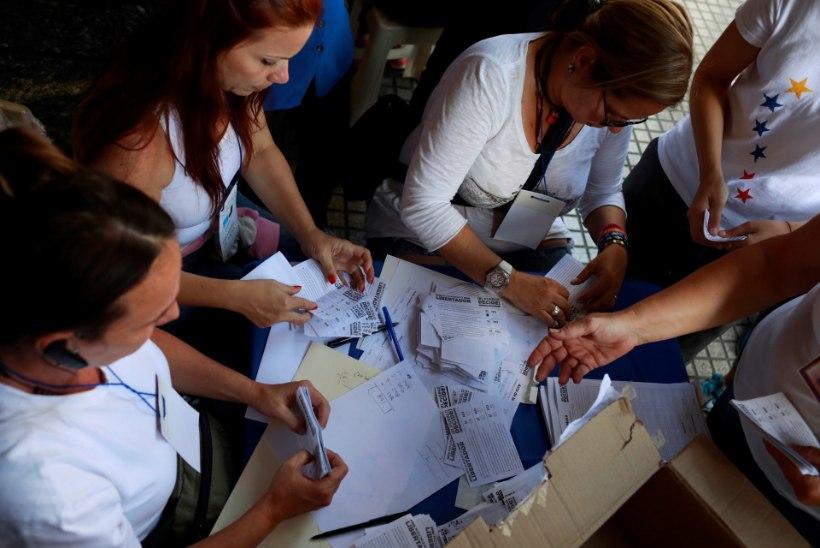 Venezuela mitteametlikul referendumil tapeti hääletama läinud naine