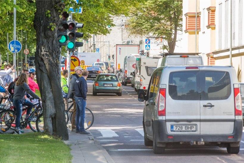 POLITSEI HOIATAB: seoses eesistumisega on Tallinnas õhtuse tipptunni ajal liiklusummikuid