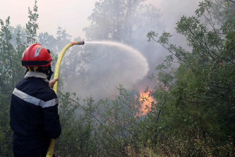 FOTOD   Prantsusmaa lõunaosa laastab ulatuslik metsapõleng