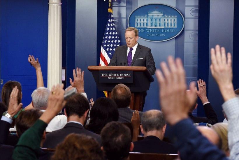 Valge Maja pressisekretär Sean Spicer astus tagasi