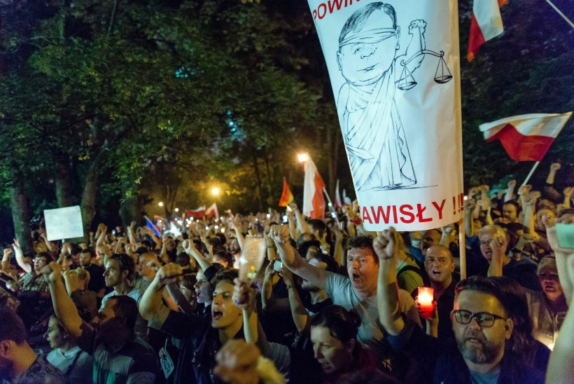Poola senat andis rohelise tule seadusele, mis lubab valitsusel kontrollida kohtunikke