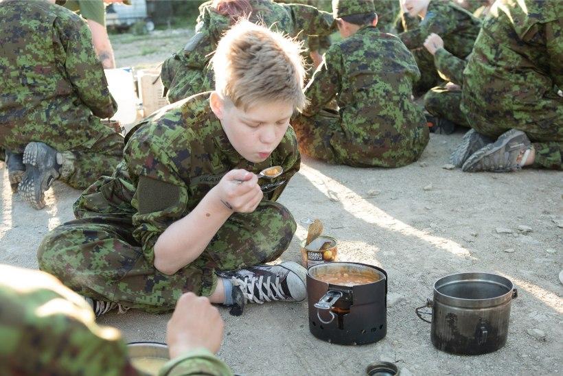 ÕHTULEHE GALERII | Malevlased veetsid nädalavahetuse metsalaagris köiega laskudes ja lõkkel süüa valmistades
