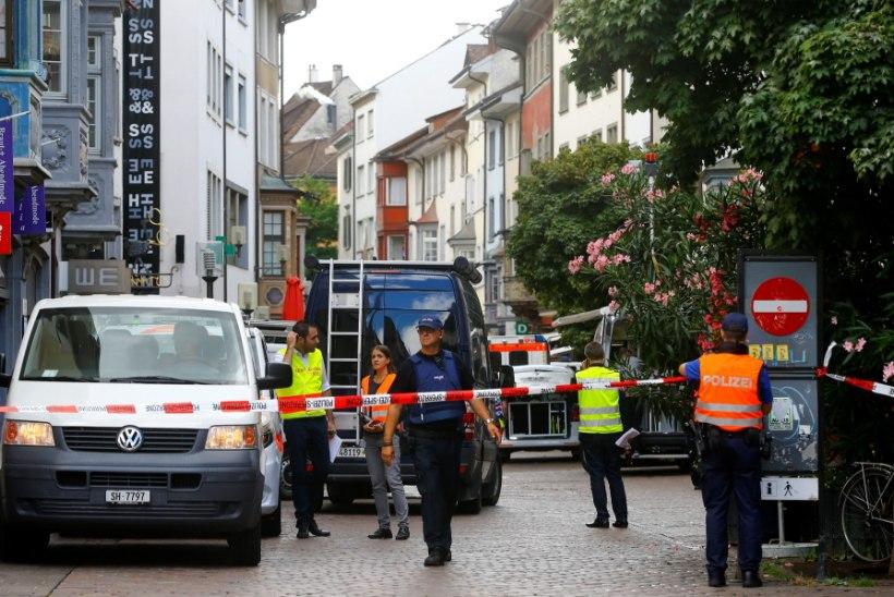 FOTOD | Šveitsis ründas seni tuvastamata mees mootorsaega viit inimest