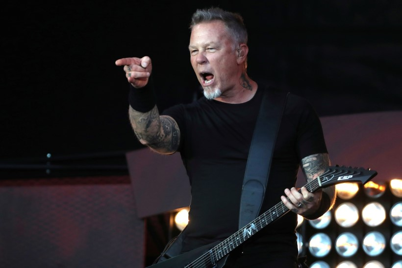 Metallica rokkar vihastas Kendall ja Kylie Jenneri peale