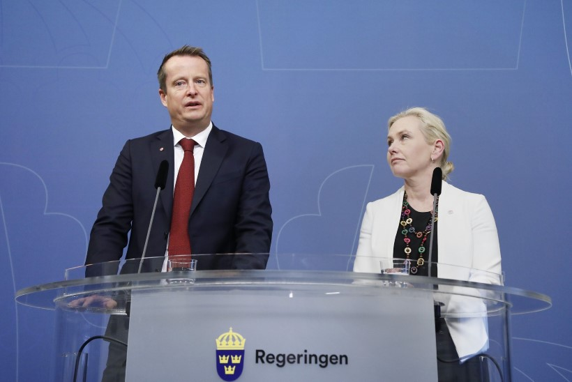 Kaks Rootsi ministrit astusid infolekke pärast ametist tagasi